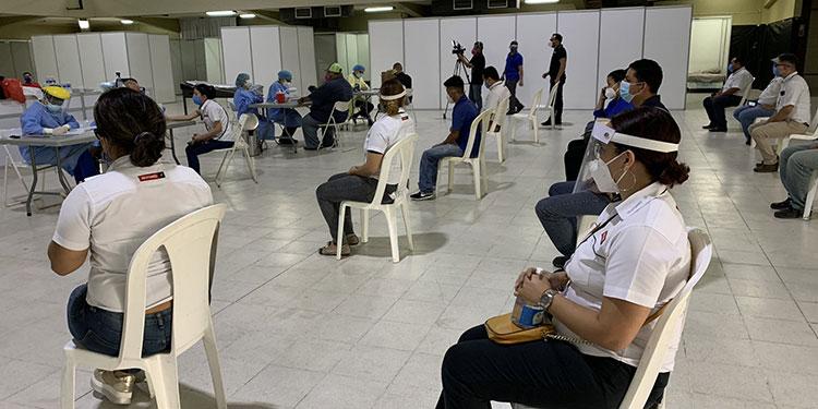 A los centros de triaje de la capital están llegando cientos de pacientes con COVID-19 de municipios vecinos.