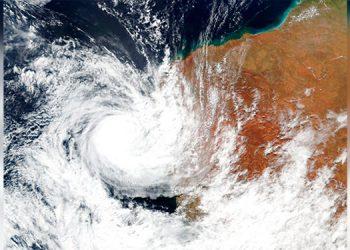 Un ciclón deja a 31,500 personas sin luz en Australia