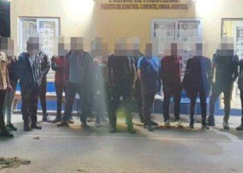 Detiene a guatemaltecos por llevar ilegalmente a 17 centroamericanos