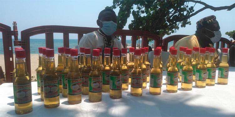 Los emprendedores de la zona exhiben sus productos a los nacionales y turistas.