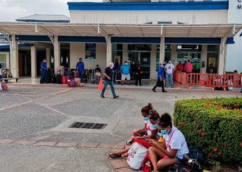 Suspenden viajes de ferry de Utila y Roatán por fuerte oleaje