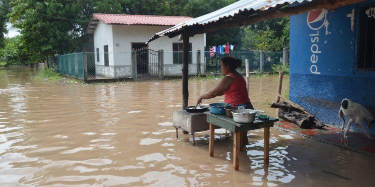 Para evitar inundaciones, como se dieron en el pasado reciente, es que se reforzará la borda de contención a orilla del río Choluteca.