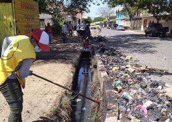 La basura acumulada en las cunetas fue retirada por personal de campo del departamento de Obras Públicas.