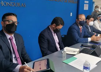 En el anuncio de esta millonaria contratación participaron los interventores de la ENEE y autoridades de Energía y del sector regulador.