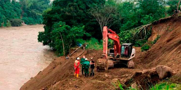 Rescatan cuerpo de uno de los 11 mineros atrapados en un socavón en Colombia