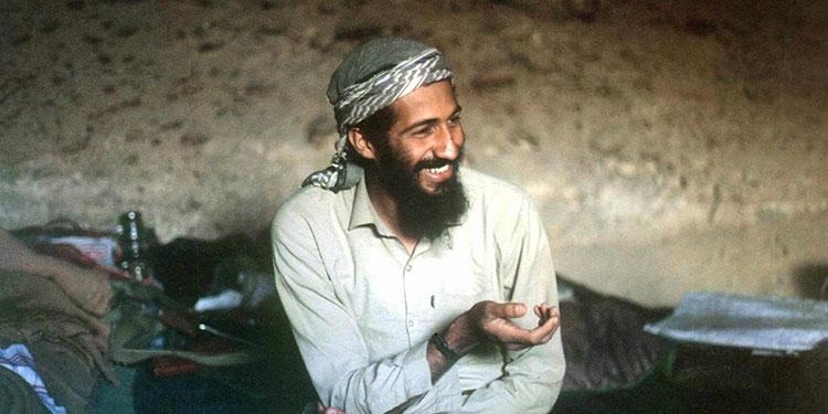 Fotografía fechada en 1998 de Osama bin Laden, entonces el terrorista más buscado del mundo, en una cueva de Jalalabad (Afganistán). EFE/STR/Archivo