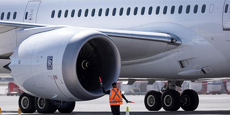 """Esta reducción, explicó el Ejecutivo comunitario, se explicó principalmente por el descenso """"extraordinario"""", del 64,1 %, de las emisiones en el sector de las aerolíneas, con respecto a 2019. EFE"""