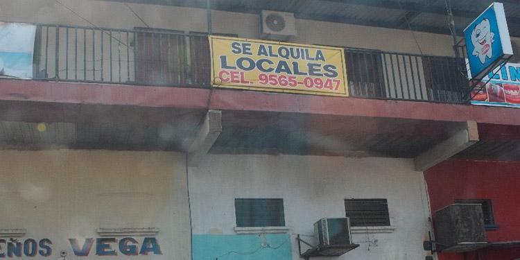 """Los rótulos de """"se renta"""", actualmente se pueden ver en casi todas las zonas comerciales de San Pedro Sula."""