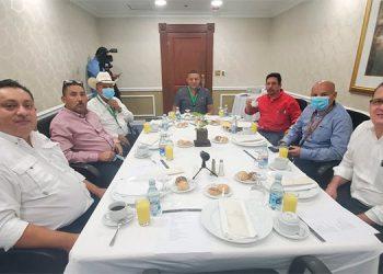 El alcalde de Santa María del Real, Carlos Augusto Galeano y seis jefes edilicios más lograron la donación de 34 mil dosis de vacunas anticovid de parte del gobierno de El Salvador.
