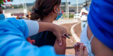 La vacunación contra el COVID-19, según la ASJ, debe enfocarse en los grupos prioritarios.