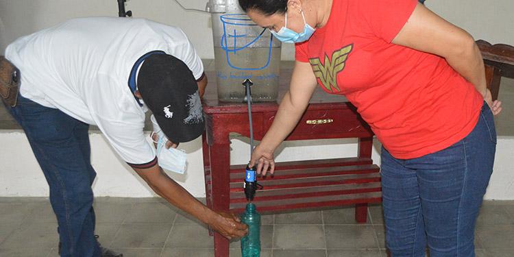 Agua de lluvia purificada en segundos para consumo humano.
