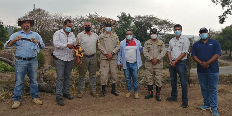 Autoridades del Cuerpo de Bomberos y del municipio de Guaimaca visitaron el terreno donde se proyecta construir la estación bomberíl.