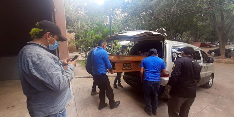 El cadáver del taxista ayer mismo fue retirado por sus parientes de la morgue capitalina, para ser trasladado a su ciudad natal de Comayagua, Comayagua.
