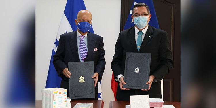 Los embajadores Enrique Barriga y José Isaías Barahona.