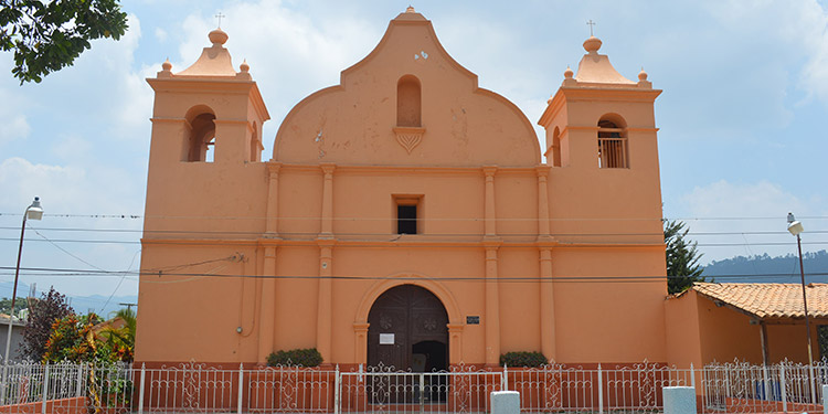 Vista del templo parroquial de Güinope.