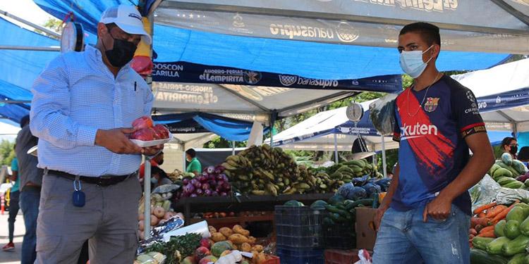 Merlín Cárcamo pidió a los buenos hondureños que apoyen a la institución, comprando los productos de la canasta básica a precios justos en sus centros de venta.