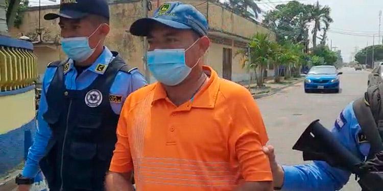 José Aníbal Callejas, fue capturado en la aldea Jalisco, en la jurisdicción de Omoa, Cortés, por supuesto lavado de dinero.