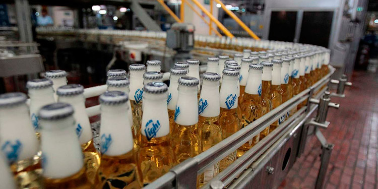 Las bebidas ilegales tienen un precio en promedio 25% más bajo que los productos legales.