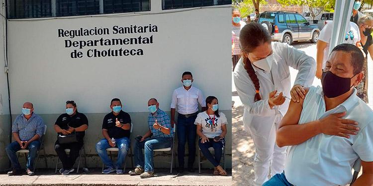 Periodistas de diversos medios de comunicación de Choluteca fueron vacunados contra el COVID-19.