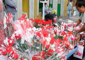 Los comerciantes ven con esperanza la celebración del Día de la Madre, que por segundo año se ve empañada por la pandemia.