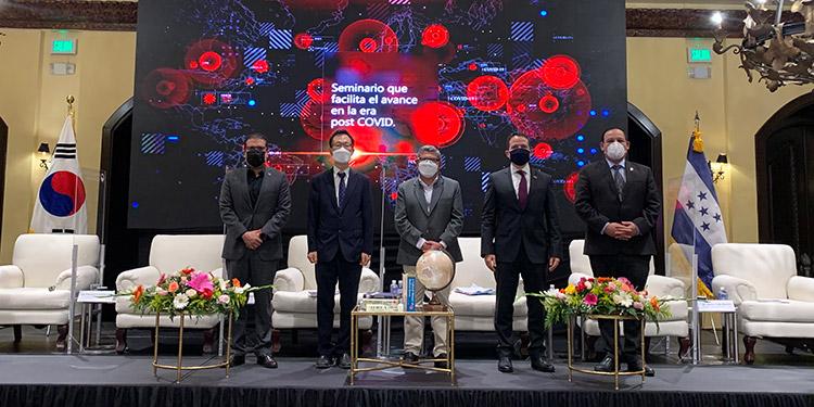 Este seminario que se llevó a cabo como parte de la diplomacia pública de políticas, continúe el impulso de la popularidad global del K-Defense.