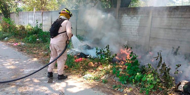 Los restos quemados fueron levantados por personal de la Dirección General de Medicina Forense, para hacer los análisis científicos e identificar a la víctima.