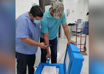 El director de la Región de Salud, Marvin Ordóñez, con su equipo de trabajo, mientras planificaban la jornada de vacunación.