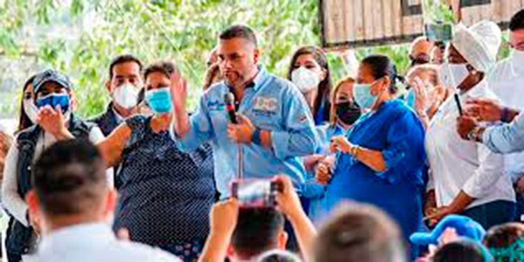 Chávez Madison sustituye en el cargo al también diputado y candidato a la relección por el departamento de Olancho, Reinaldo Sánchez.