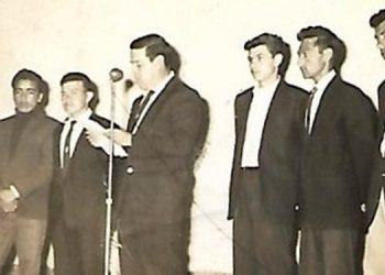 De izquierda a derecha: El cura Roque Jacinto Gutiérrez, Juan Fernando López, Vicente Portillo, Ing. Dagoberto Napoleón Sorto, Víctor Manuel Ramos, Daniel Orellana y Toño Márquez.