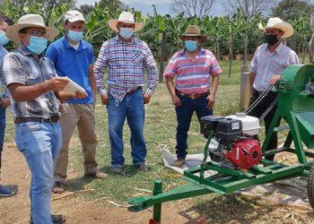 La entrega del equipo contribuirá a la producción de alimento para ganado y mejorar los ingresos en la Villa de San Francisco y alrededores.