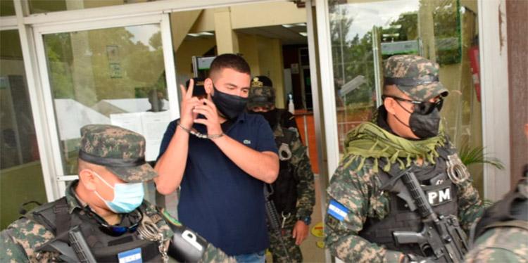 Fuertemente custodiado, Martín Díaz Contreras, fue llevado al batallón a eso de las 5:00 de la tarde.