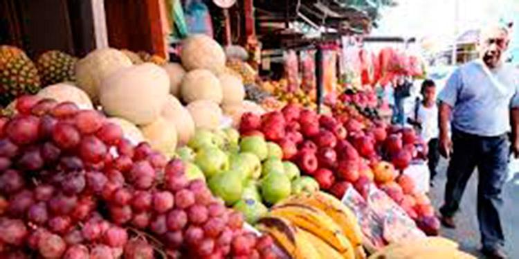 """El dirigente precisó por otra parte que """"el precio de la libra de tomate está entre 7, 8 y 9 lempiras."""