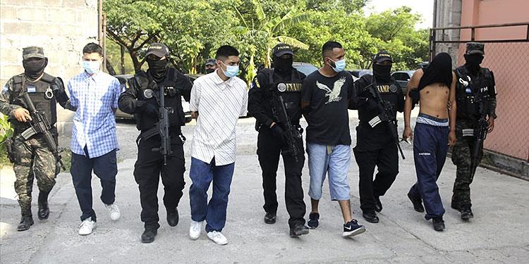 Autoridades informaron que los detenidos tenían entre las víctimas de extorsión a operarios del transporte, pequeños comerciantes y conductores de carros repartidores.