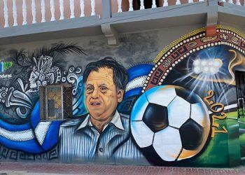 """""""Con el mural le damos gracias al profe, por esa satisfacción que nos dio por ver a la H disputar el primer mundial de la historia de nuestro país"""", señaló Fernández."""