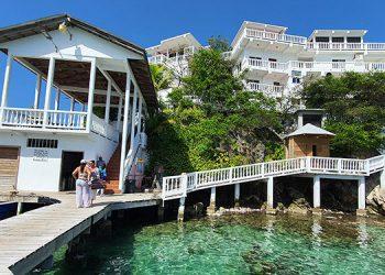 Entre los sitios especiales para los turistas destacan los hoteles Grahams Place, el Guanaja, Guanaja Beach y el Dumbar Rock (foto), y el restaurante Mi Casa Too.