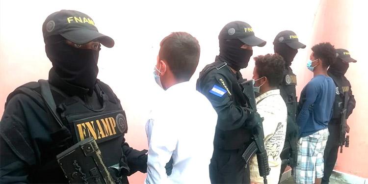 """La FNAMP ejecutó una serie de operativos que dejaron como saldo la detención de personas vinculadas a """"maras"""" y pandillas."""