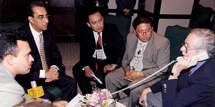 Edgardo Melgar, el expresidente Flores, Raúl Valladares, Luis Edgardo Vallejo y Jacobo Goldstein.