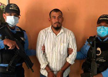 """Al detenido se le investiga por su presunta participación en la comisión de varios ilícitos como integrante de la banda """"Los Layos"""" que opera en Santa Bárbara."""