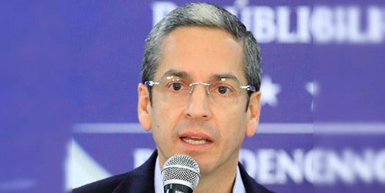 Luis Mata, ministro de Finanzas.
