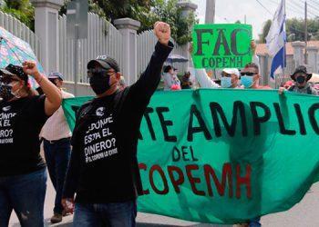 Los maestros marcharon en las calles desde las 8:00 de la mañana, aceptaron la invitación del gobierno para una mesa de diálogo.