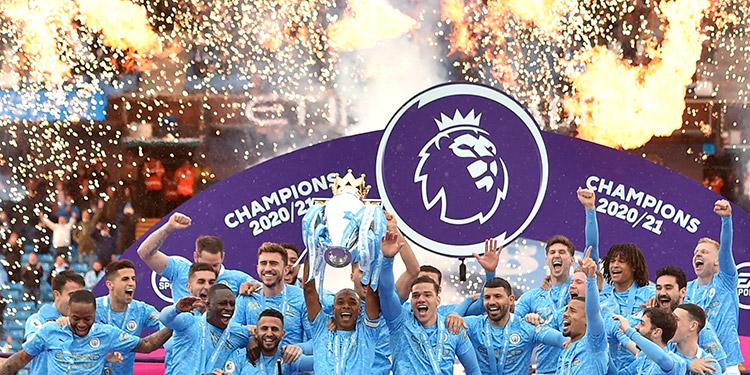 Manchester City recibió el trofeo que lo acredita como campeón de la Premier.