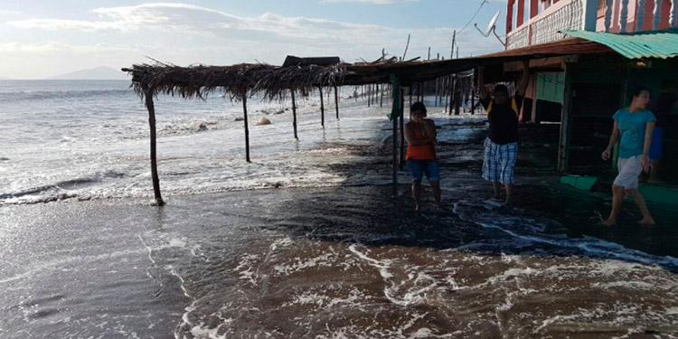 El avance del océano Pacífico hacia dentro del balneario sureño de Cedeño, Marcovia, afecta la tranquilidad de los pobladores, al tiempo de afectar al turismo.