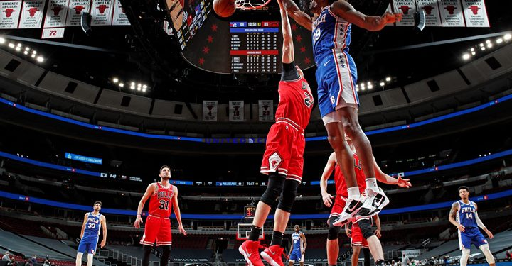 CHICAGO, IL - MARCH 11: Dwight Howard #39 of the Philadelphia 76ers dunks the ball against the Chicago Bulls on March 11, 2021 at United Center in Chicago, Illinois. NOTE TO USER: User expressly acknowledges and agrees that, by downloading and or using this photograph, User is consenting to the terms and conditions of the Getty Images License Agreement. Mandatory Copyright Notice: Copyright 2021 NBAE   Jeff Haynes/NBAE via Getty Images/AFP (Photo by JEFF HAYNES / NBAE / Getty Images / Getty Images via AFP)