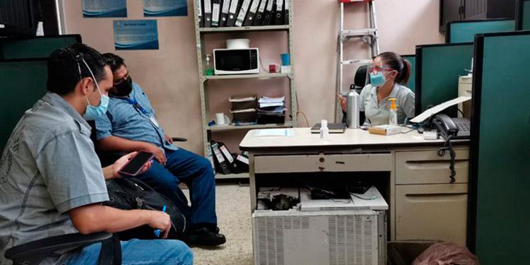 Fiscales y agentes investigan supuesta sobrevaloración en millonaria compra de un sistema informático en la Secretaría de Salud en el año 2014.