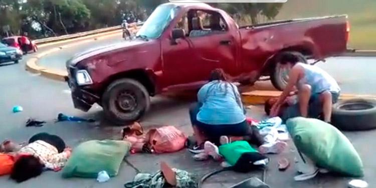 En el aparatoso accidente vehicular murieron dos personas y siete más resultaron severamente heridas.