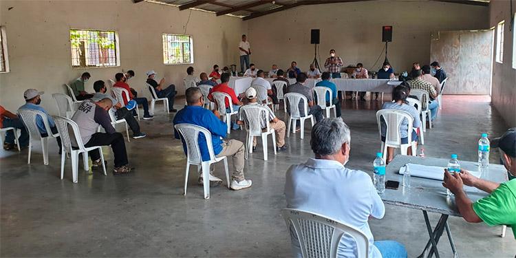 La reunión de ayer se realizó en el centro comunal de la colonia 25 de Mayo de Peña Blanca.