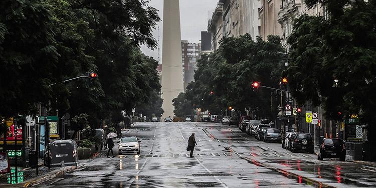 Argentina entró el sábado en confinamiento estricto por nueve días en medio de un fuerte aumento de casos de COVID-19. (LASSERFOTO AFP)