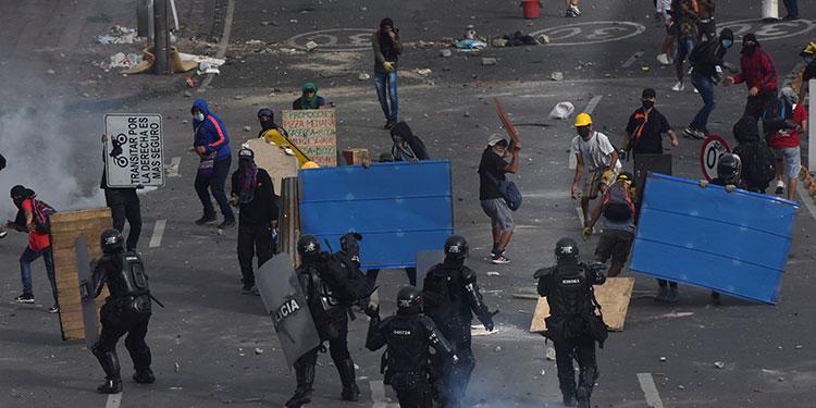 Al menos 42 personas, entre ellas un uniformado, han muerto en Colombia en el marco de las protestas contra el gobierno que explotaron el 28 de abril.   (LASSERFOTO EFE)