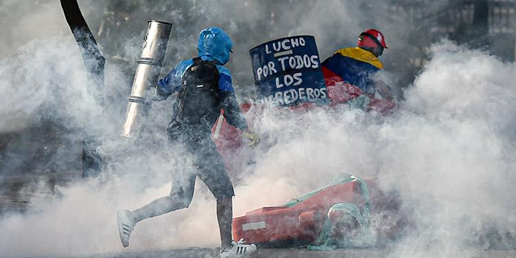 La Fiscalía y la Defensoría del Pueblo cuentan al menos 42 muertos desde el 28 de abril, cuando multitudes de volcaron a las calles.  (LASSERFOTO AFP)