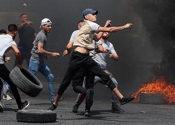 Nuevos enfrentamientos estallaron entre fieles palestinos y agentes israelíes en la Explanada de las Mezquitas. (LASSERFOTO  AFP)